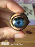 Poskladané oko v polohe otvorených očí